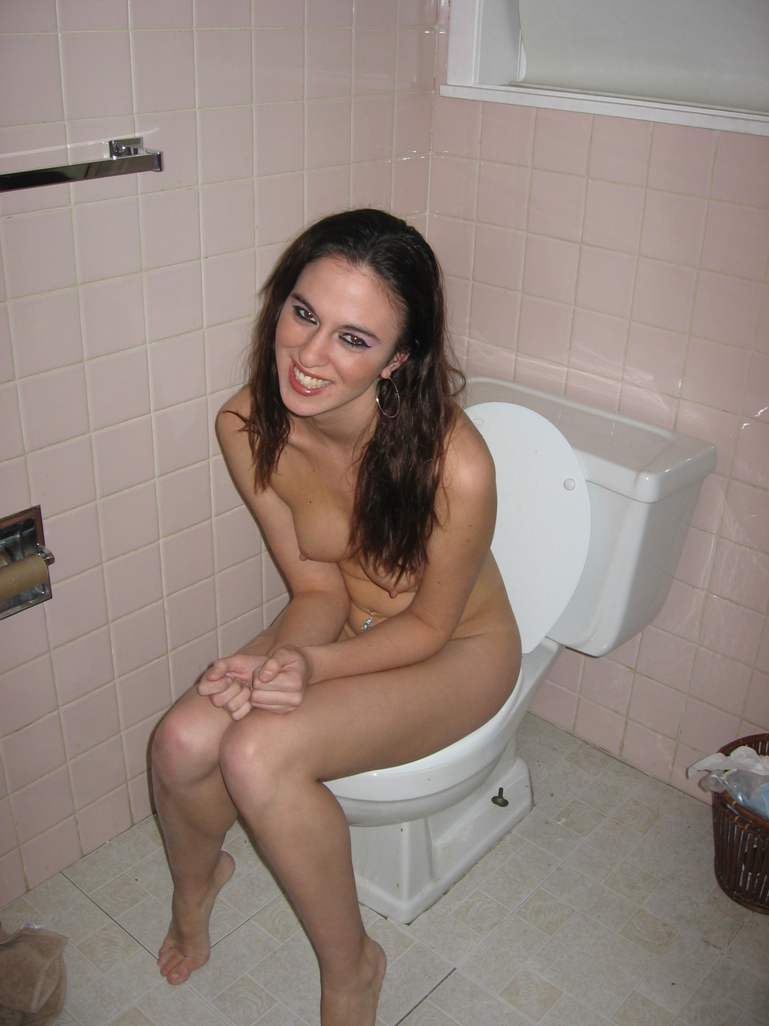 Ordinary women pissing hentay images